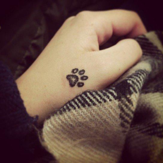 Tatuajes de huellas de perro: ideas y consejos