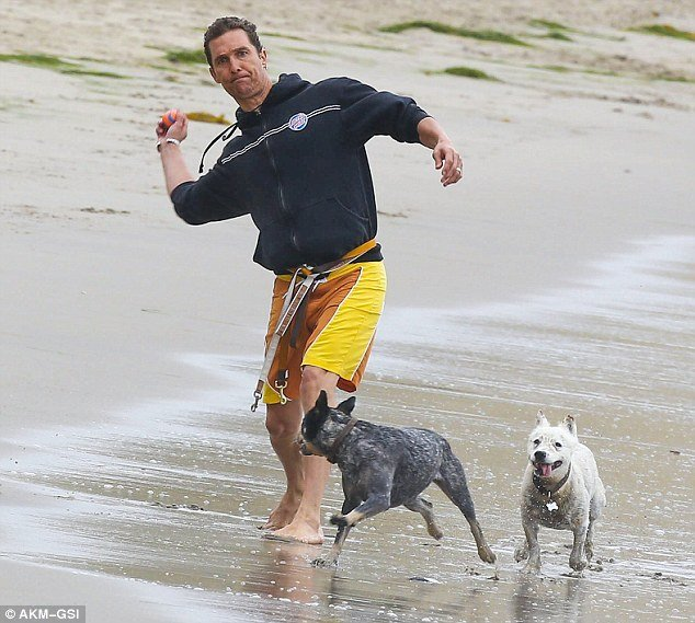 Matthew McConaughey e i suoi amici con la coda B.J e Foxy