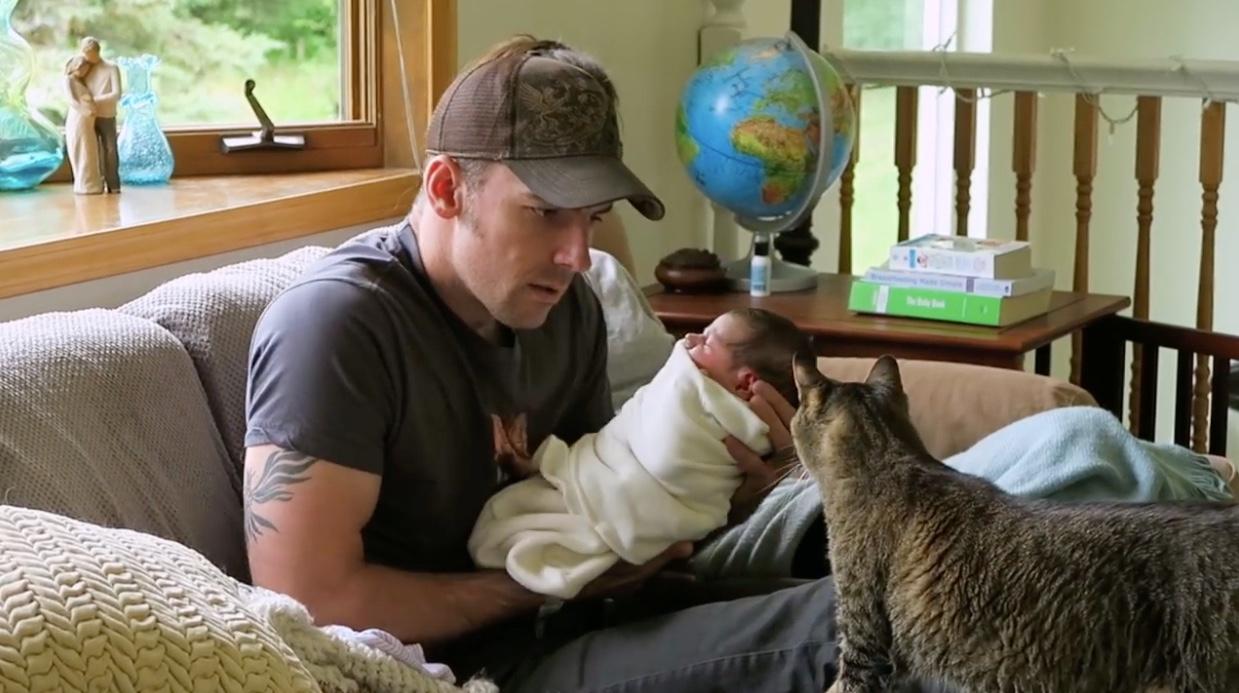 Bebè e cuccioli di casa: come comportarsi