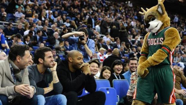 Thierry Henry, es sorprendido por el amor de una mascota