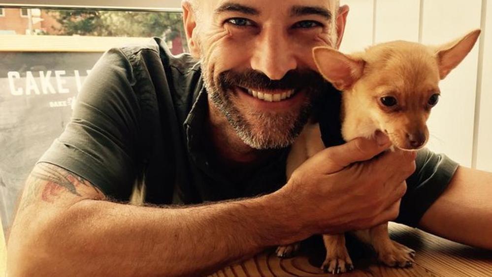 Uomo e cane guariscono insieme dalla loro malattia
