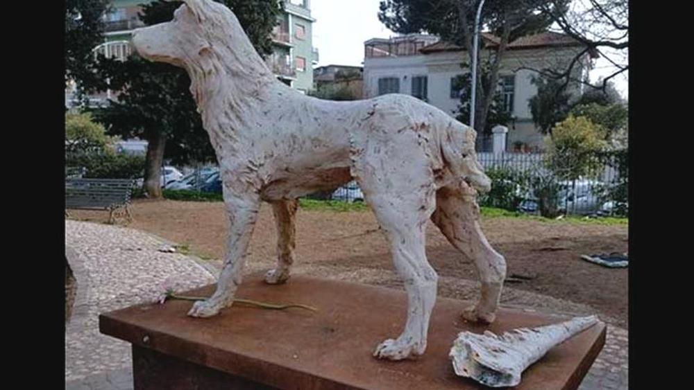 Statua di Angelo vandalizzata a Roma, un atto incivile