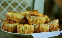 Muffin al pollo e zucchine per cani e gatti: ricette per animali
